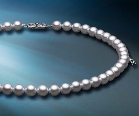 結婚30周年は真珠婚—記念日を祝うパールジュエリー